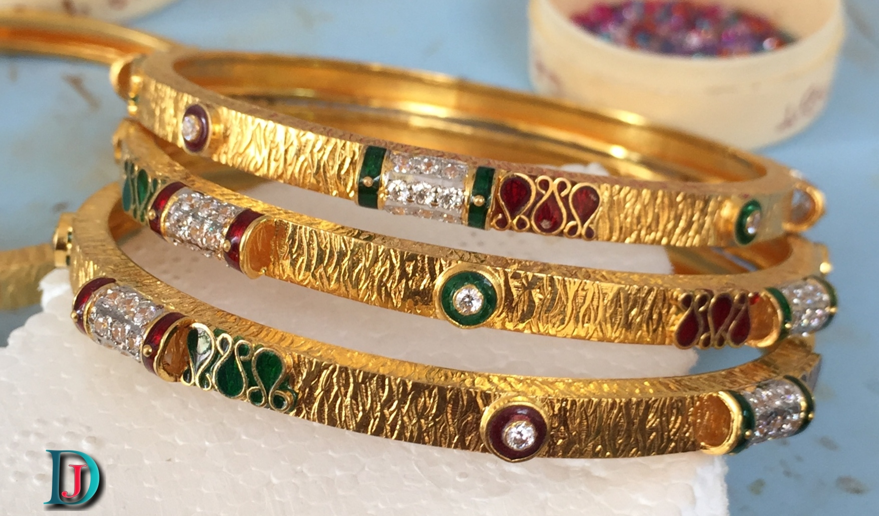 Marwadi Rajasthani fancy gold Bangles And Weight is 15-20 gm